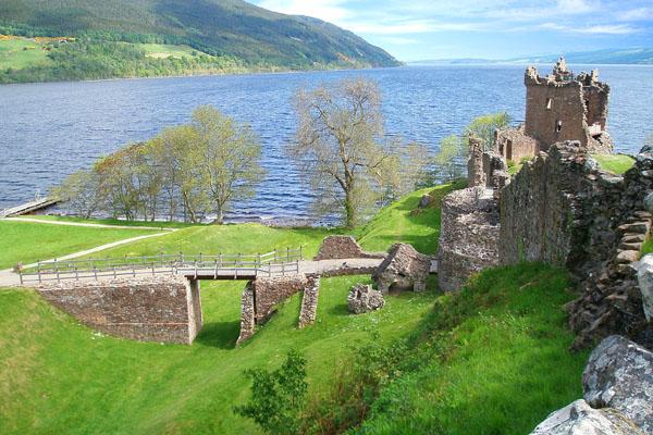 озеро Лох-Несс и замок Аркарт