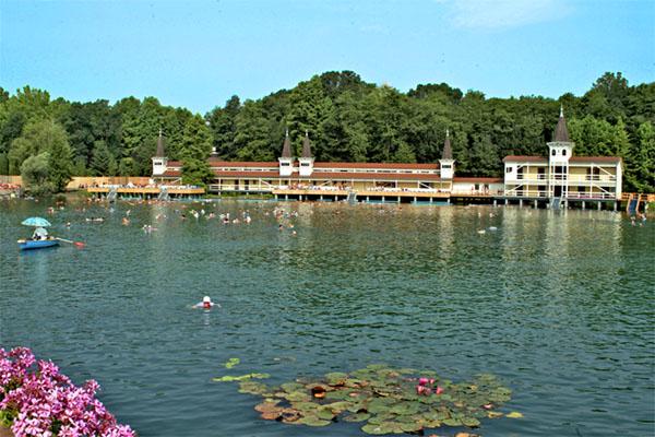 Озеро Хевиз – целебные воды с солями радия