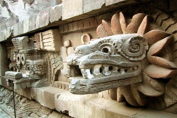 пирамида Пернатого Змея (Кецалькоатля)