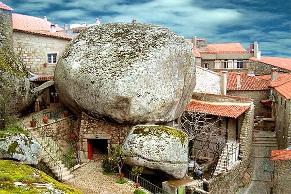 деревня Монсанту, Португалия