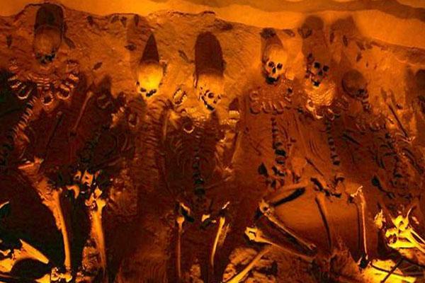 усыпальница в пирамиде Теотиуакана