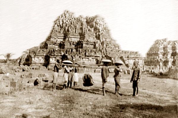 храмовый комплекс Прамбанан в 1895 году