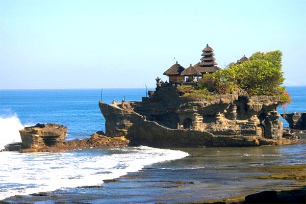 храм Пура Танах Лот, остров Бали