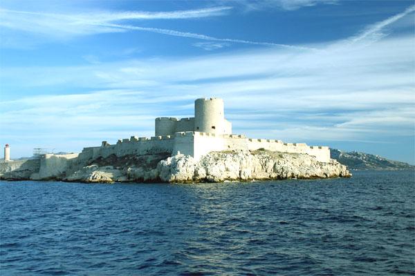 замок Иф на фоне моря