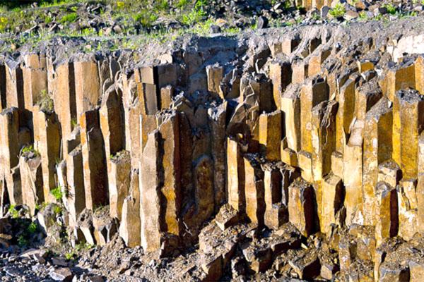Базальтовые столбы – каменные скульптуры, созданные природой