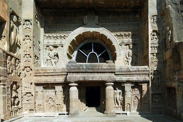 вход в одни из храмов Аджанты