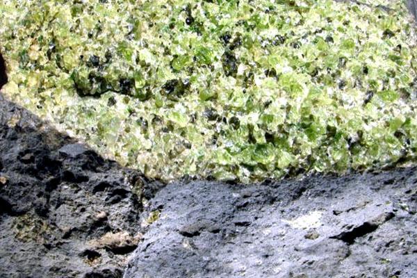хризолиты в базальте