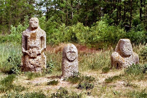 скифские бабы в заповеднике Каменные могилы