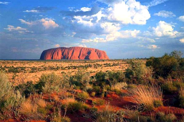 Улуру – самая большая монолитная скала в мире